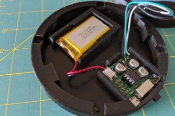 Elektronika wewnątrz podstawki