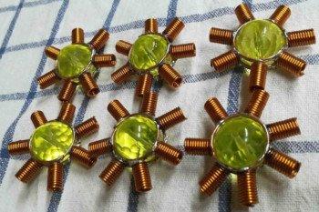 Kryształy z przygotowanymi tulejkami na diody