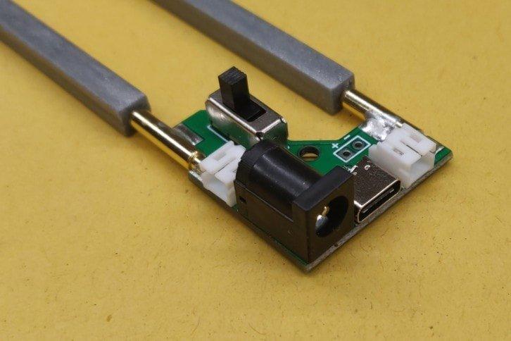Przygotowano także specjalny układ do zasilania diody