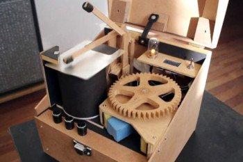 Miniaturowy perkusista DIY sterowany przez Arduino