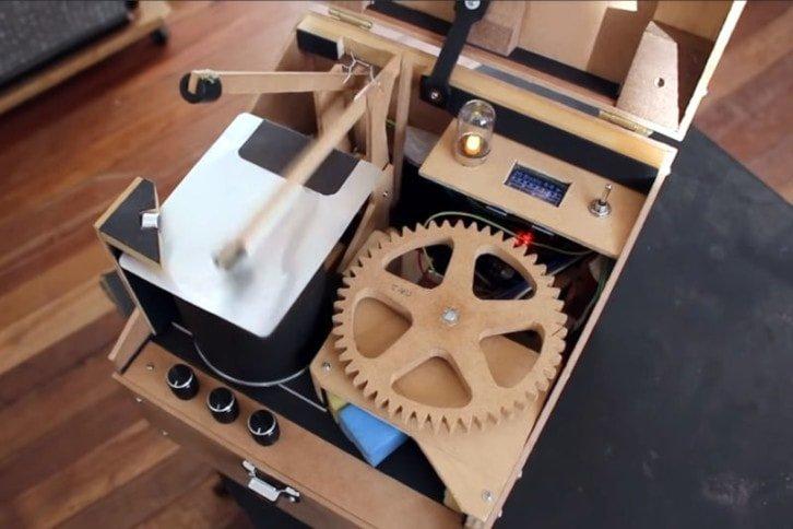 Zawartość drewnianej skrzynki