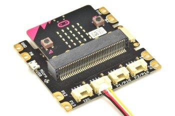 micro:bit w specjalnym adapterze