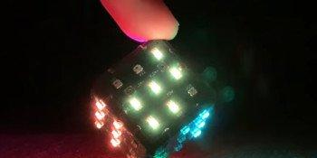 Miniaturowa kostka LED RGB z Wi-Fi i żyroskopem