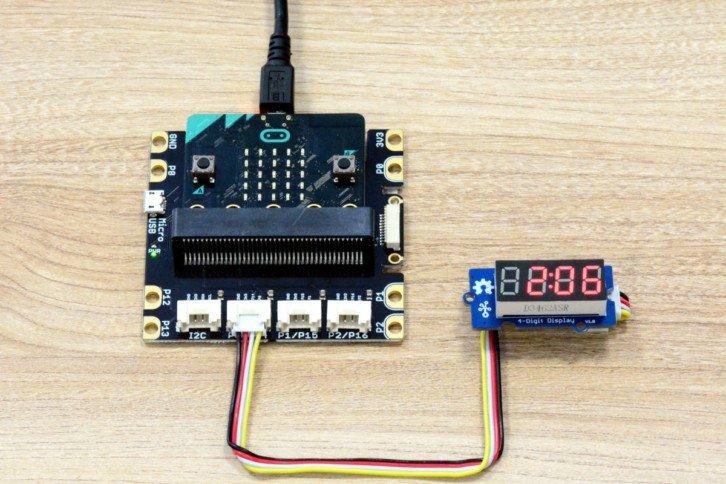 Pierwsza wersja prostego stopera – wyświetlacz wskazuje 2,06 sekundy
