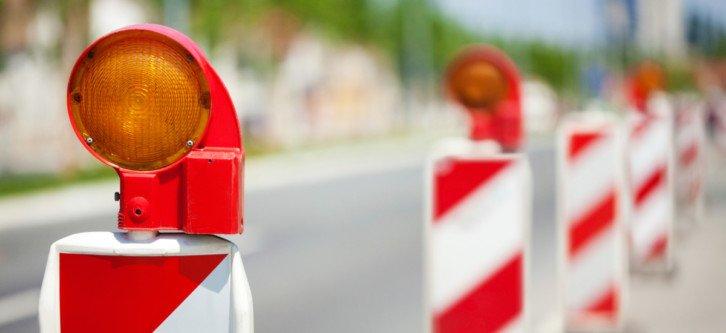 Przykład drogowej lampy ostrzegawczej