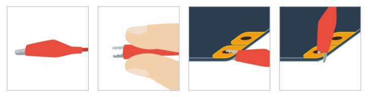 Przykładowy sposób wykorzystania krokodylka (przypięcie od boku lub od góry płytki)