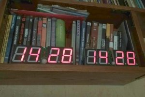 Akumulatorowy zegar LED