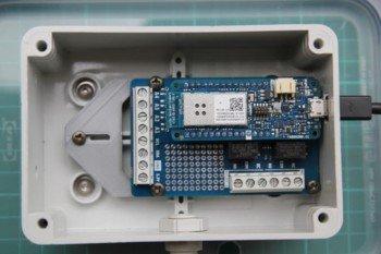 Arduino MKR1000 z nałożonym shieldem