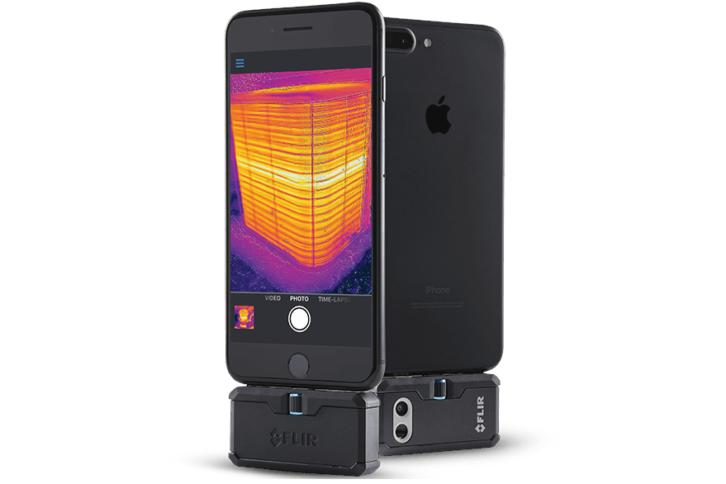 Kamera Flir One podłączona do iPhone'a