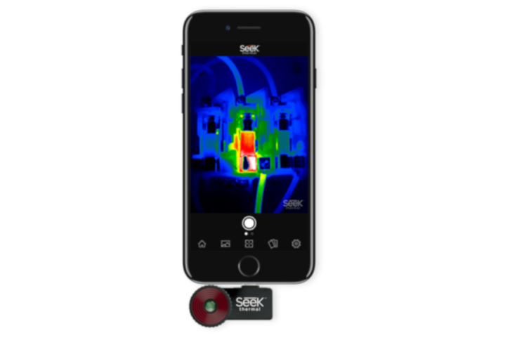 Kamera Seek Thermal podłączona do iPhone'a
