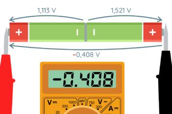 Pomiar napięcia różnicowego dwóch baterii AA