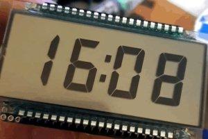 Kompaktowy zegar z wyświetlaczem LCD