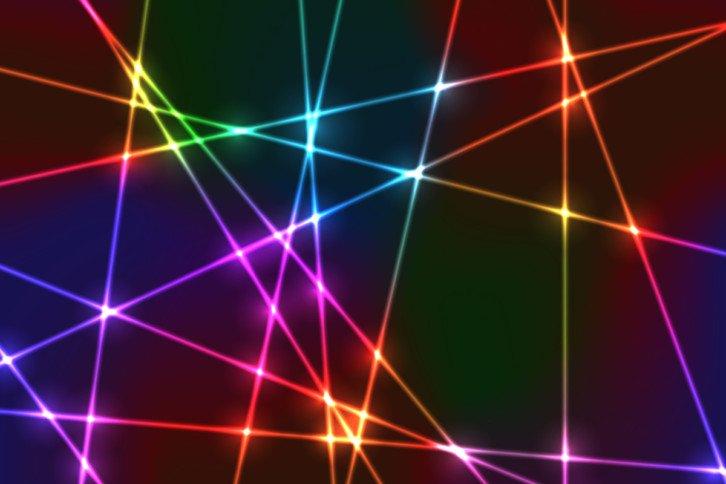 W praktyce światło lasera może być tylko monochromatyczne