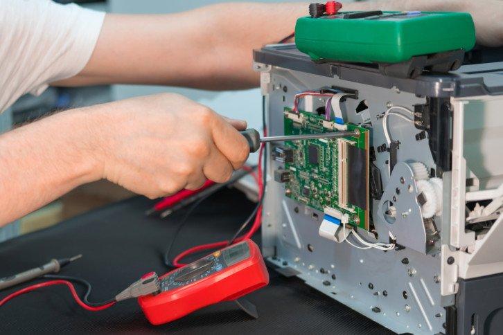 Sterownik drukarki laserowej, który steruje m.in. pracą wszystkich napędów