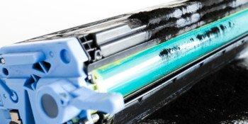 Jak działa drukarka laserowa? Czym jest bęben światłoczuły?