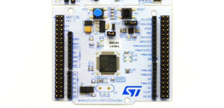 Dolna część płytki NUCLEO-L476RG to mikrokontroler, który będziemy programować