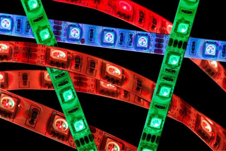 Niektóre projekty wymagają sterowania setkami diod RGB – tradycyjne podejście byłoby tutaj niepraktyczne