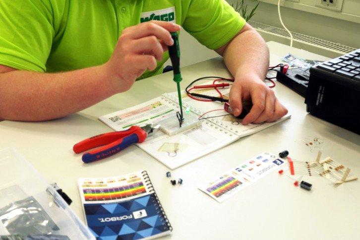 Nauka elektroniki z kursów i zestawów Forbota