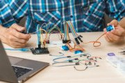 Mikrokontrolery obowiązkowo w każdej szkole – co wybrać?